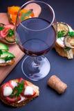 Bruschetta установило для вина Стоковые Фотографии RF