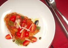 Bruschetta avec la tomate, le radis et l'aneth images libres de droits