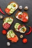 Bruschetta casalingo Mini panini Tapas spagnoli tradizionali Fotografia Stock Libera da Diritti