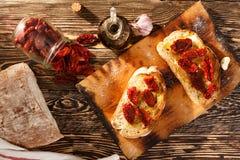 Bruschetta con el tomate fotografía de archivo libre de regalías