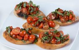 Bruschetta con el tomate y la albahaca Foto de archivo libre de regalías