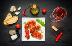 Bruschetta con Olive Oil e Rose Wine fotografia stock