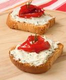 Bruschetta con queso verde y paprika Imagen de archivo libre de regalías