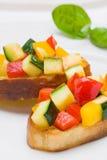 Bruschetta dallo zucchini e dai peperoni dolci Immagini Stock