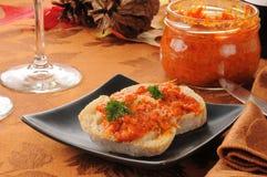 Bruschetta del pepe e del carciofo di Piquillo fotografia stock