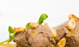 Bruschetta delicioso com pasta de fígado da galinha Foto de Stock Royalty Free