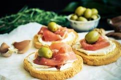Bruschetta deliziosa con il prosciutto di Parma Immagine Stock Libera da Diritti