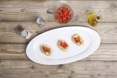 Bruschetta e ingredientes del tomate Fotografía de archivo