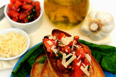 Bruschetta et huile d'olive Photos stock