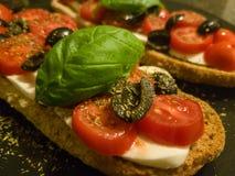 Bruschetta italiano con el tomate fotos de archivo