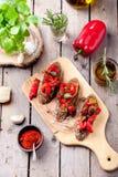 Bruschetta italiano, crostini con paprikas asados y aceite de oliva Imagen de archivo