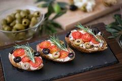 Bruschetta italiano del bocadillo para el aperitivo Foto de archivo