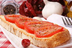 Bruschetta met tomaat en Spaanse peperspeper Royalty-vrije Stock Foto
