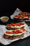 Bruschetta mit Olivenöl Lizenzfreies Stockbild