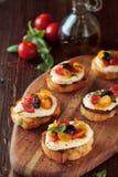 Bruschetta mit Tomaten und Mozzarella Lizenzfreie Stockfotos
