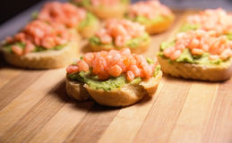 Bruschetta with a paste of green peas and shrimps Royalty Free Stock Photos