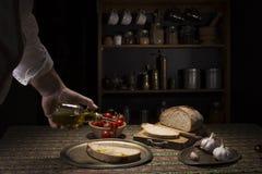 Bruschetta wznosił toast plasterek bochenek z oliwa z oliwek i czosnkiem Fotografia Royalty Free