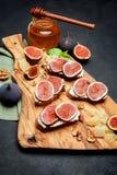 Bruschetta z błękitnym serem i świeżymi figami Fotografia Stock