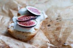 Bruschetta z koźlim serem i figami Obrazy Royalty Free