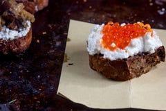 Bruschetta z ricotta serem i czerwień kawiorem Fotografia Royalty Free