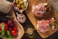 Bruschetta z warzywami i baleronem, włoch stylowa kuchnia zdjęcia royalty free