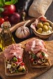 Bruschetta z warzywami i baleronem, włoch stylowa kuchnia fotografia stock
