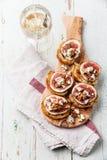 Bruschettas с смоквами, голубым сыром и грецкими орехами Стоковая Фотография