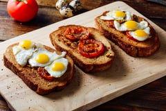 Bruschettas с томатами и яичками Стоковые Изображения RF