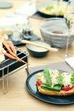 Bruschette de crabe dans le restaurant Image libre de droits