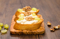 Bruschette with grapes and walnuts Royalty Free Stock Photography