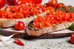Bruschette italienne avec des tomates Photos libres de droits