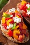 Bruschette italienne avec l'huile d'olive d'ail de tomates Photo libre de droits
