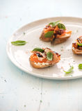 Bruschettes avec le Prosciutto, melon rôti, doux Images libres de droits
