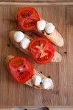 Bruschettes della mozzarella e del pomodoro Fotografia Stock