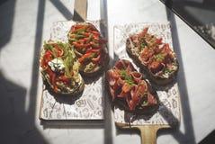 Brusco ricco del prosciutto è servito a mangiare a pranzo fotografie stock libere da diritti