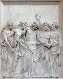 Bruselas - alivio de piedra Jesus Stripped de su escena de la ropa en la iglesia Notre Dame du Bon Secource Imagenes de archivo
