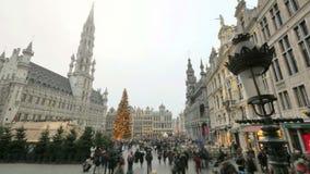Bruselas apretada Grand Place en lapso de tiempo de la Navidad almacen de metraje de vídeo