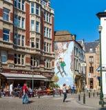 BRUSELAS, BÉLGICA - 5 DE ABRIL DE 2008: Caracteres de la pintada de la pared de t Imagen de archivo libre de regalías