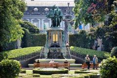 BRUSELAS, BÉLGICA - 18 de julio de 2017: El parque du Petit Sablon fotografió el 18 de julio en Bruselas, Bélgica Fotos de archivo