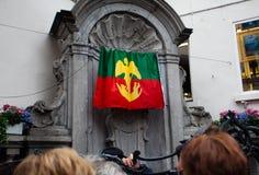 Bruselas, Bélgica 18 de junio de 2011 - traje cambiante de Manneken Pis Fotografía de archivo