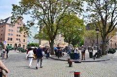 Bruselas, Bélgica - 12 de mayo de 2015: Gente en el d'Espagne del lugar en Bruselas Foto de archivo libre de regalías