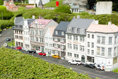 BRUSELAS, BÉLGICA - 13 DE MAYO DE 2016: Miniaturas en el parque Mini-Europa - reproducciones de monumentos en la unión europea en imagen de archivo