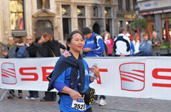 Media competencia del público del maratón 2012 Fotografía de archivo