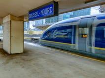 Bruselas, Bélgica - 30 de octubre de 2018: El tren de pasajeros de alta velocidad internacional de E320 Eurostar en el ferrocarri fotos de archivo libres de regalías