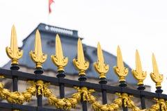 Bruselas/Belgium-01 02 19: Cercas del oro del palacio real en Bruselas Bélgica fotos de archivo libres de regalías