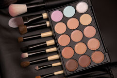 Brush and eye shadow makeup Royalty Free Stock Photos