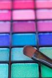 Brushe på paletten för ögonskuggor Arkivfoton