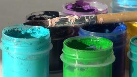 brusher 丙烯酸酯的树胶水彩画颜料油漆 家庭作业,艺术家运作 股票录像