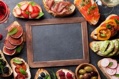 Brushetta或传统西班牙塔帕纤维布 appleseed 库存图片