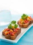 Brushetta con salsa del mango imagen de archivo
